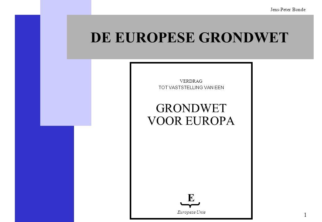 2 Jens-Peter Bonde GOEDKEURING VAN DE EUROPESE GRONDWET De Grondwet moet door de lidstaten met eenparigheid van stemmen worden goedgekeurd tijdens een intergouvernementele conferentie, ofwel een IGC (hetgeen betekent dat iedere regering over een gegarandeerd recht van veto beschikt) (Verdrag van Nice VEG 48) Zij moet door alle landen worden ondertekend en bekrachtigd (Verdrag van Nice VEG 313) De Grondwet treedt in de plaats van alle voorgaande verdragen (IV-3) De Grondwet treedt in werking wanneer zij door alle staten is bekrachtigd (IV-8) Indien binnen een periode van twee jaar minimaal 80% doch niet alle landen haar hebben bekrachtigd, dient er een politieke oplossing te worden gevonden die door alle partijen wordt onderschreven (politieke verklaring en IV-7.4) Ieder land is gerechtigd zich terug te trekken, met inachtneming van een opzegtermijn van twee jaar (I-59)