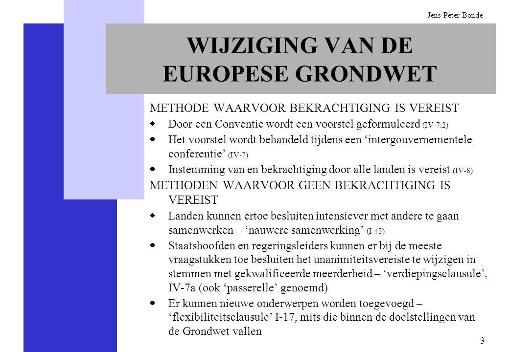 24 Jens-Peter Bonde De regeringen dragen kandidaten voor voor de voorzitter en de overige leden van de Europese Commissie (I-26) Onderworpen aan de goedkeuring van het Europees Parlement is de benoeming van: -De voorzitter van de Commissie (I-19.1), met dien verstande dat er slechts één kandidaat wordt voorgedragen -De Commissie in haar geheel (I-26.2), met dien verstande dat het Parlement zelf geen kandidaten kan voordragen De Europese Raad wijst de voorzitter en de overige leden van de Europese Commissie aan met gekwalificeerde meerderheid (I-26) Het Europees Parlement kan de Commissie ontslaan met een tweederde meerderheid van de stemmen en een absolute meerderheid van zijn leden, maar is niet gerechtigd een nieuwe Commissie te verkiezen (I-25.8) BENOEMING VAN DE UITVOERENDE MACHT