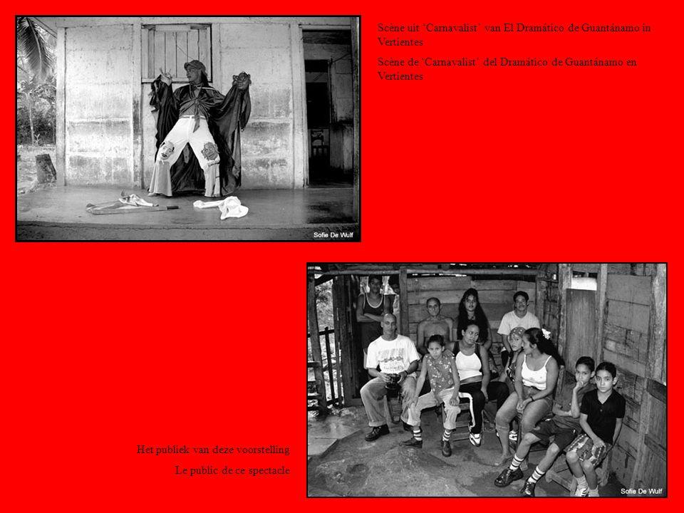 Scène uit Carnavalist van El Dramático de Guantánamo in Vertientes Scène de Carnavalist del Dramático de Guantánamo en Vertientes Het publiek van deze voorstelling Le public de ce spectacle