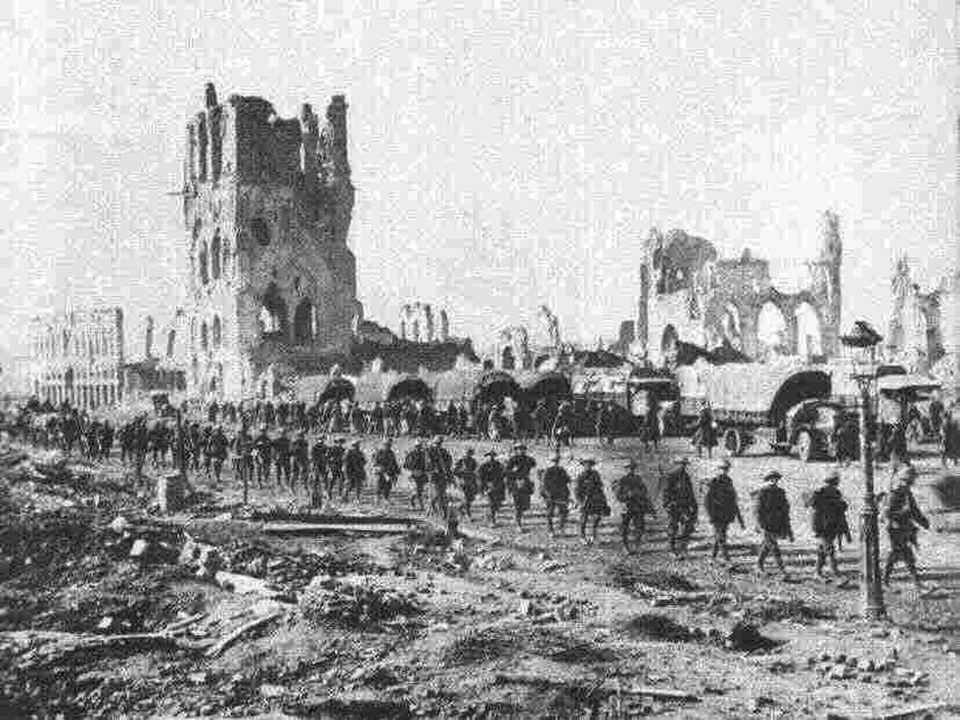De 31 e oktober. De Franse divisie´s worden door Foch versterkt, de moedige Britten hervatten het offensief. Een Duitse aanval bezet Hollebeke, Zandvo