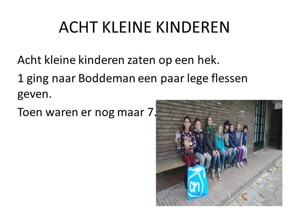 ZEVEN KLEINE KINDEREN Zeven kleine kinderen zaten op een hek.