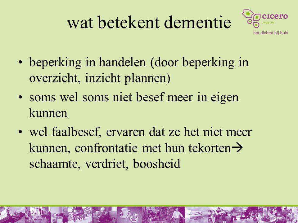 wat betekent dementie beperking in handelen (door beperking in overzicht, inzicht plannen) soms wel soms niet besef meer in eigen kunnen wel faalbesef