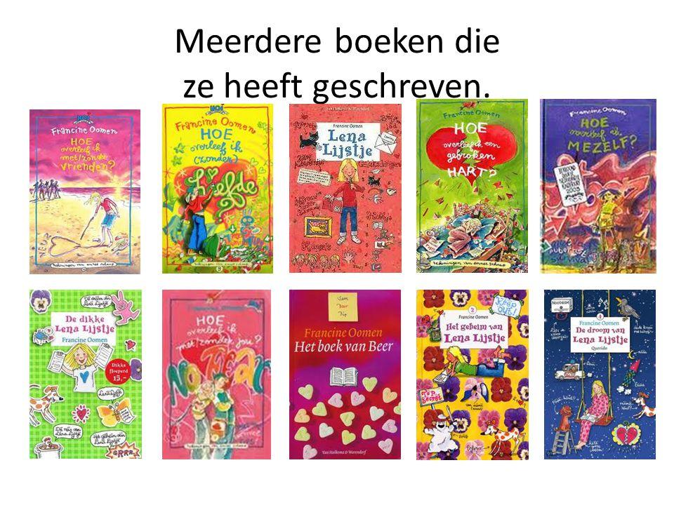 Meerdere boeken die ze heeft geschreven.