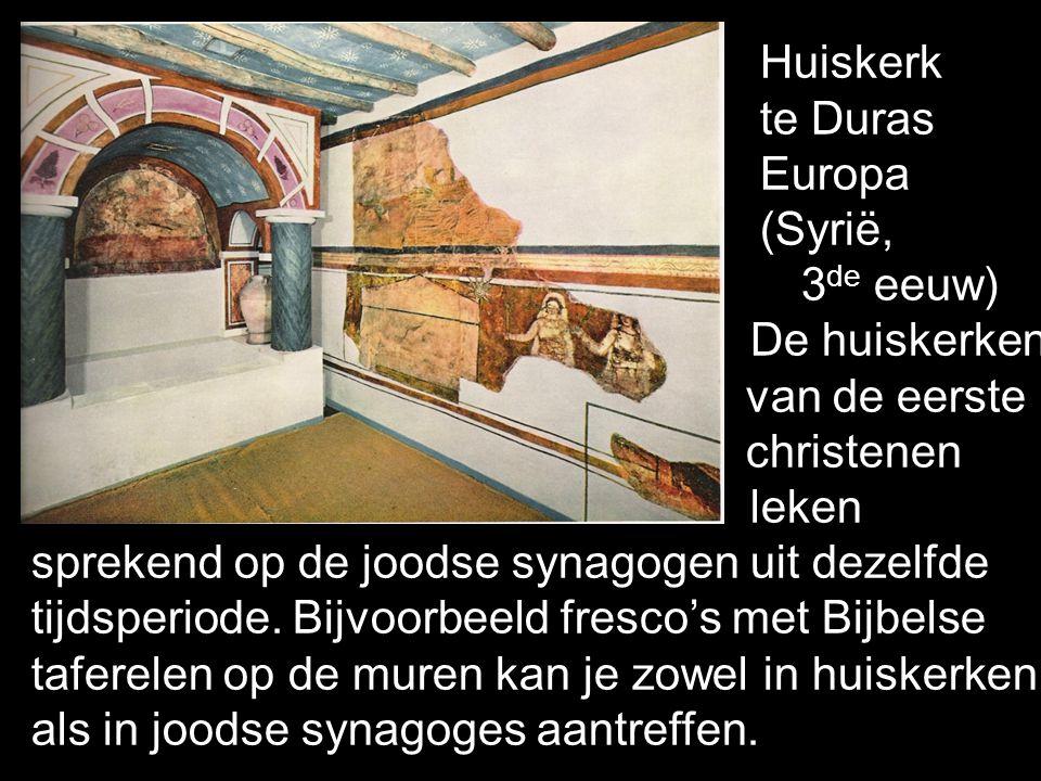 Huiskerk te Duras Europa (Syrië, 3 de eeuw) De huiskerken van de eerste christenen leken sprekend op de joodse synagogen uit dezelfde tijdsperiode. Bi