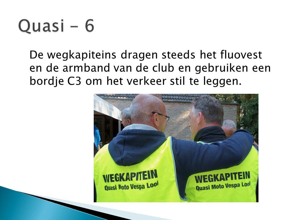 De wegkapiteins dragen steeds het fluovest en de armband van de club en gebruiken een bordje C3 om het verkeer stil te leggen.