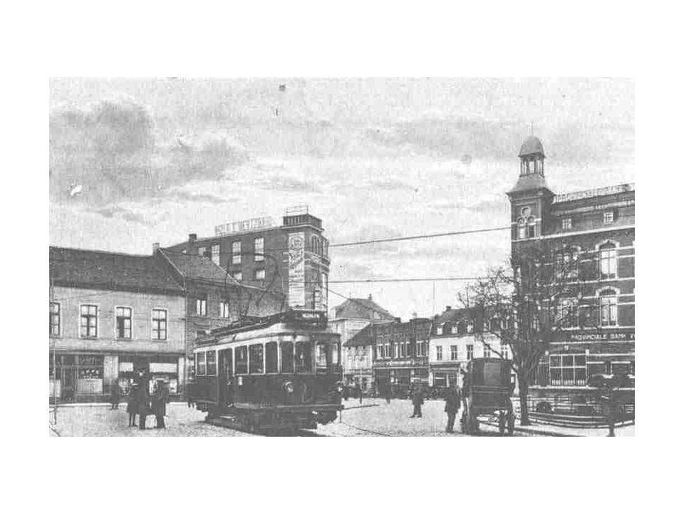 Oranje Nassaustraat in de vijftiger jaren.Een typisch beeld uit de jaren vijftig.