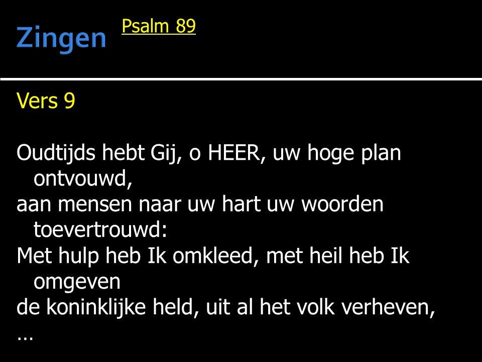 Vers 9 Oudtijds hebt Gij, o HEER, uw hoge plan ontvouwd, aan mensen naar uw hart uw woorden toevertrouwd: Met hulp heb Ik omkleed, met heil heb Ik omg