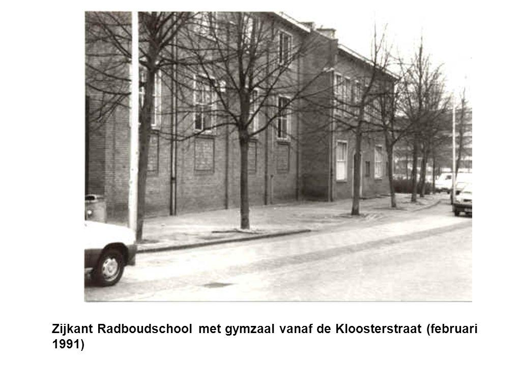 Zijkant Radboudschool vanaf de Kloosterstraat (maart 1982).