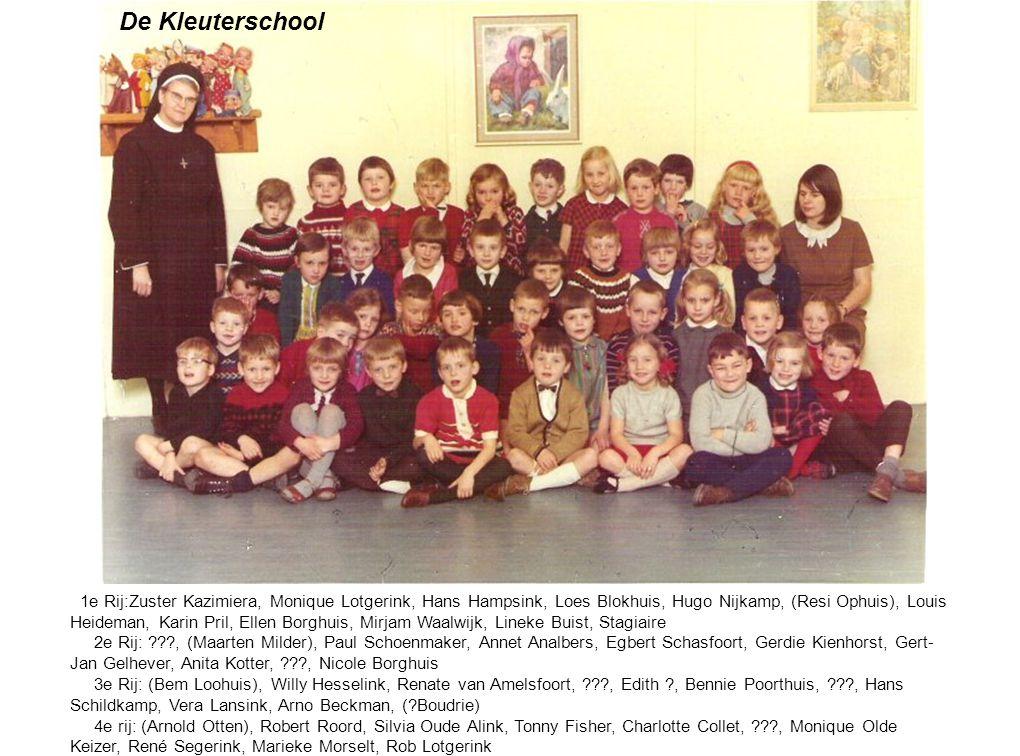 1e Rij:Zuster Kazimiera, Monique Lotgerink, Hans Hampsink, Loes Blokhuis, Hugo Nijkamp, (Resi Ophuis), Louis Heideman, Karin Pril, Ellen Borghuis, Mir