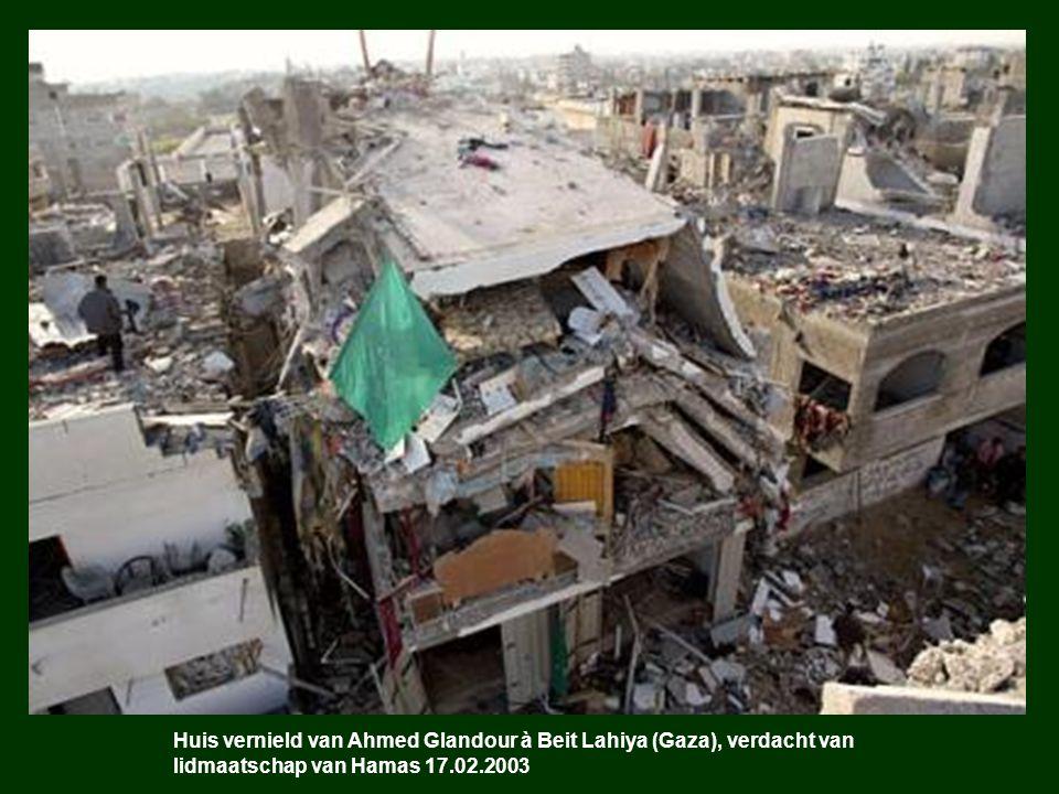 Huis vernield van Ahmed Glandour à Beit Lahiya (Gaza), verdacht van lidmaatschap van Hamas 17.02.2003