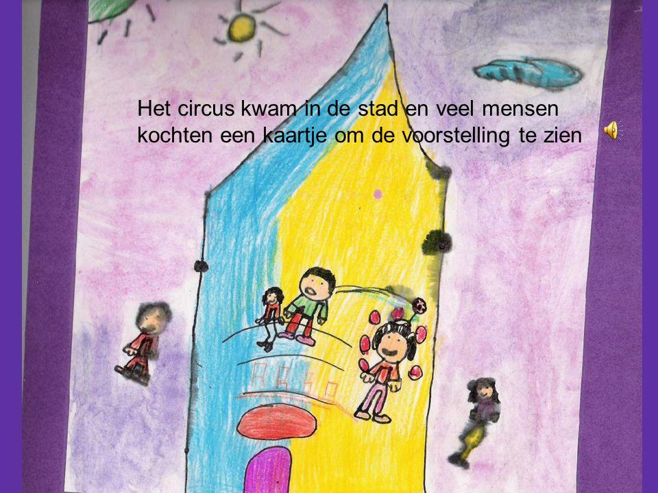 Het circus kwam in de stad en veel mensen kochten een kaartje om de voorstelling te zien