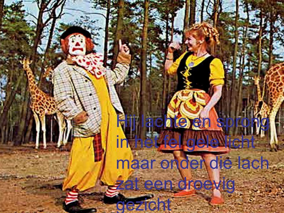 Hij was maar een clown in 't wit en in 't rood hij was maar een clown Maar nu is hij dood