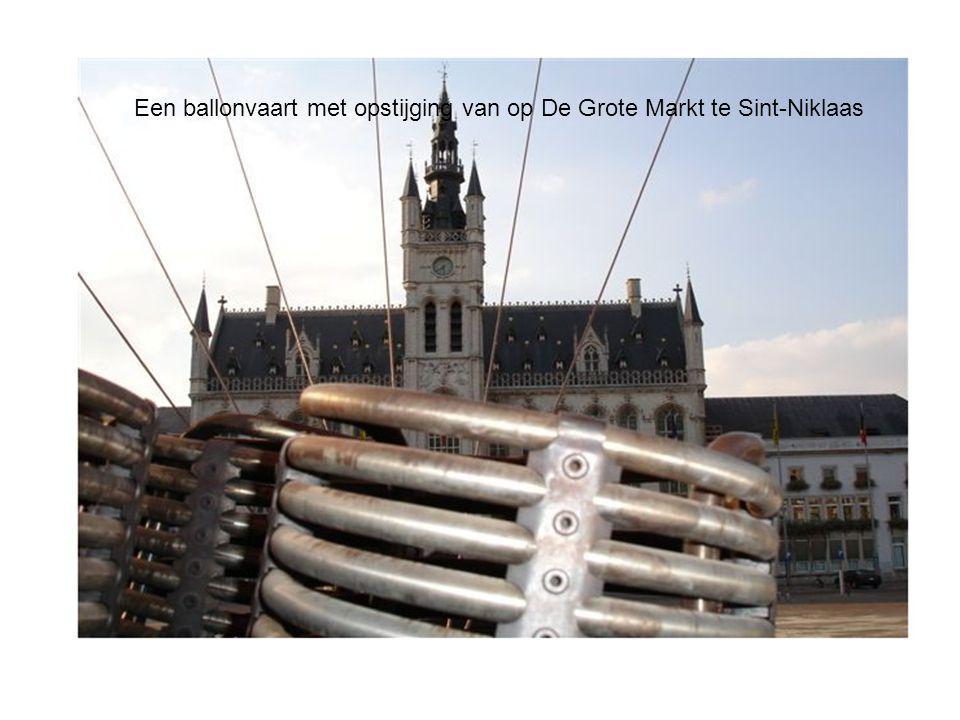 Een ballonvaart met opstijging van op De Grote Markt te Sint-Niklaas