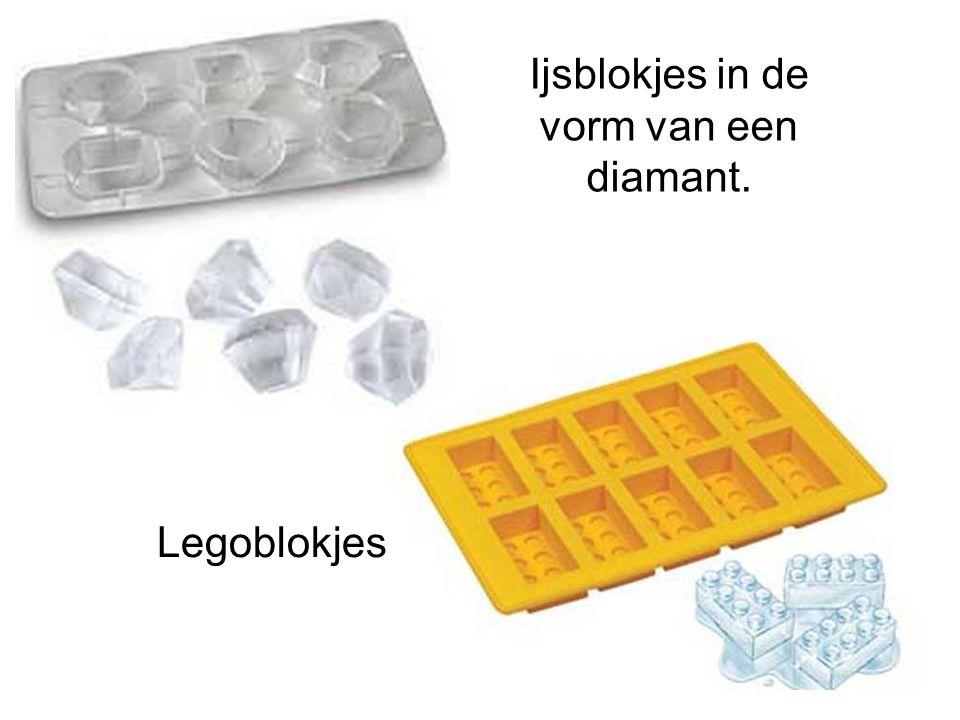 Ijsblokjes in de vorm van een diamant. Legoblokjes