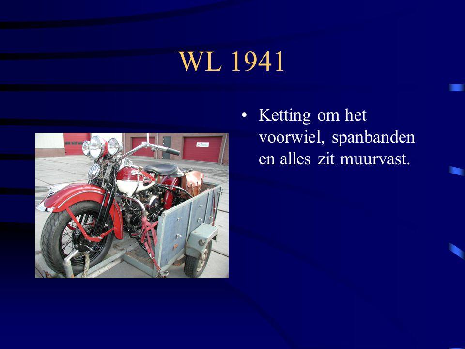 WL 1941 Ketting om het voorwiel, spanbanden en alles zit muurvast.