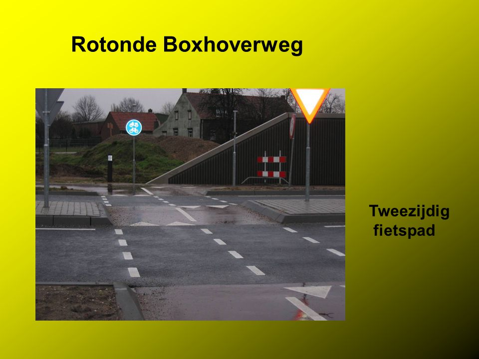 Rotonde Boxhoverweg Tweezijdig fietspad