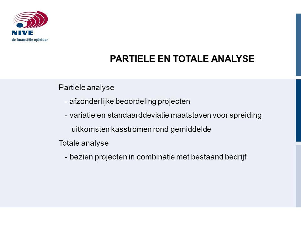 PARTIELE EN TOTALE ANALYSE Partiële analyse - afzonderlijke beoordeling projecten - variatie en standaarddeviatie maatstaven voor spreiding uitkomsten kasstromen rond gemiddelde Totale analyse - bezien projecten in combinatie met bestaand bedrijf