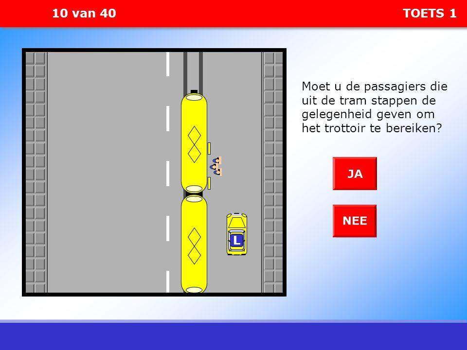10 van 40 TOETS 1 Moet u de passagiers die uit de tram stappen de gelegenheid geven om het trottoir te bereiken? L