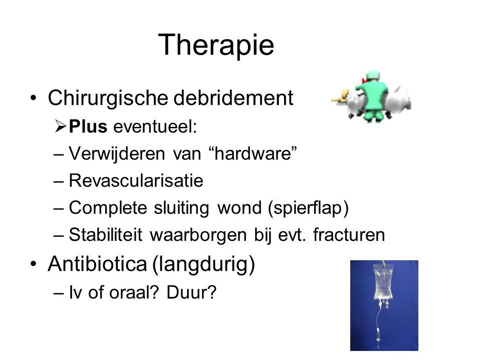 """Therapie Chirurgische debridement  Plus eventueel: –Verwijderen van """"hardware"""" –Revascularisatie –Complete sluiting wond (spierflap) –Stabiliteit waa"""