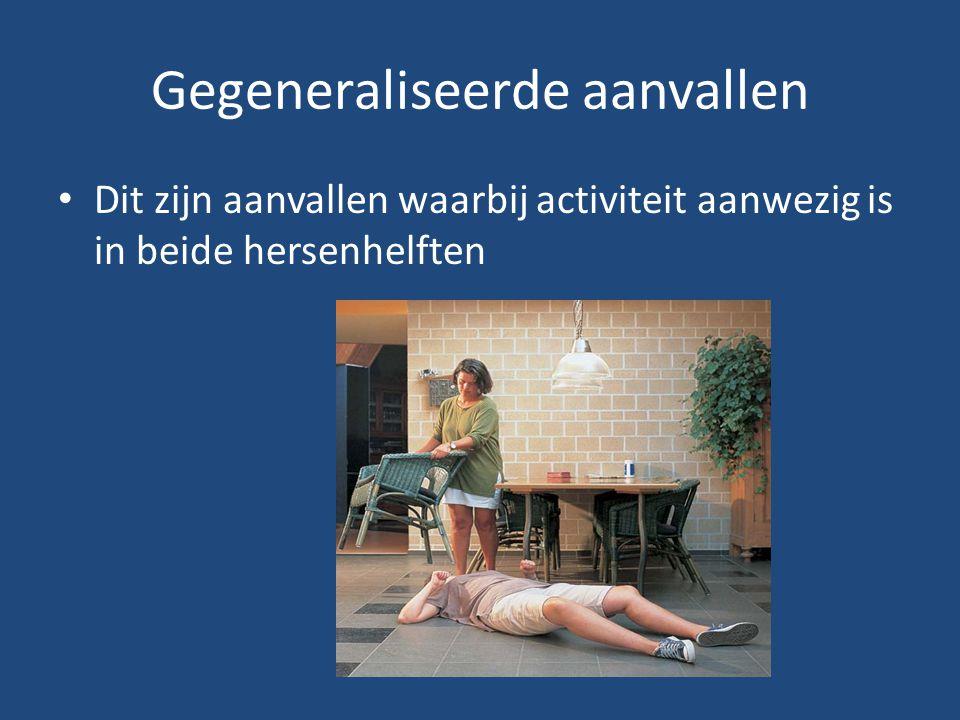 Gegeneraliseerde aanvallen Dit zijn aanvallen waarbij activiteit aanwezig is in beide hersenhelften