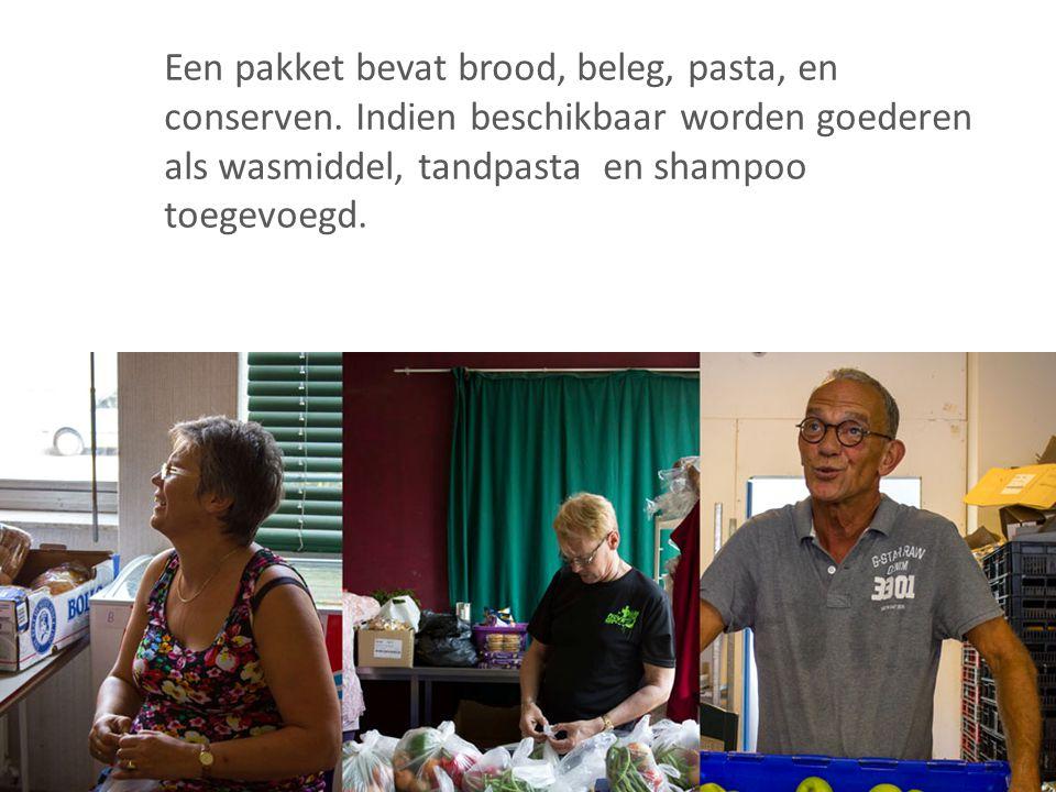 Een pakket bevat brood, beleg, pasta, en conserven. Indien beschikbaar worden goederen als wasmiddel, tandpasta en shampoo toegevoegd.