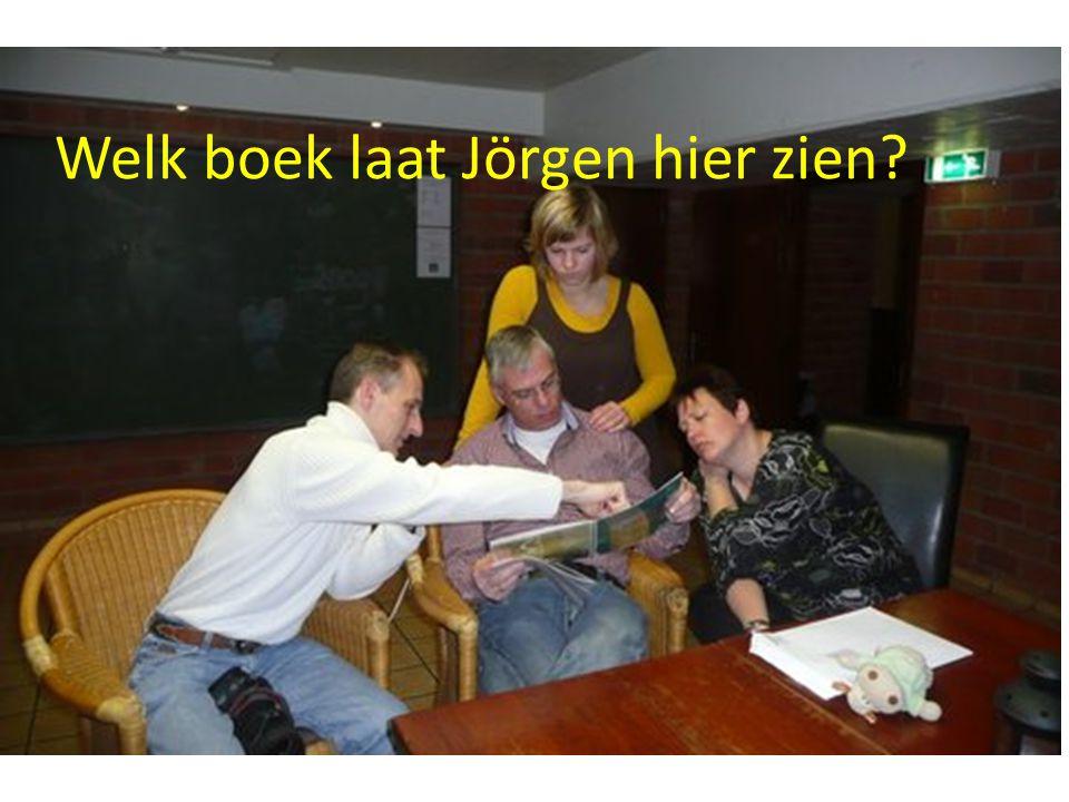 Welk boek laat Jörgen hier zien