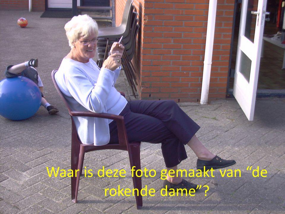 Waar is deze foto gemaakt van de rokende dame