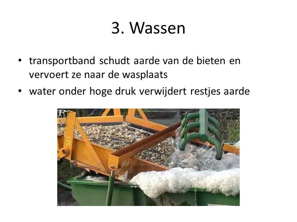 3. Wassen transportband schudt aarde van de bieten en vervoert ze naar de wasplaats water onder hoge druk verwijdert restjes aarde