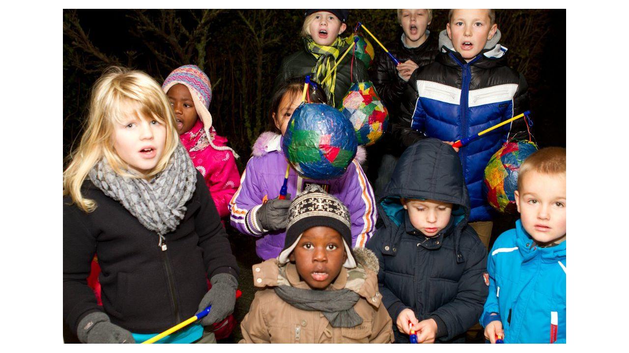 Koningsspelen in Jorwert samen met de kinderen van It Pertoer uit Weidum.