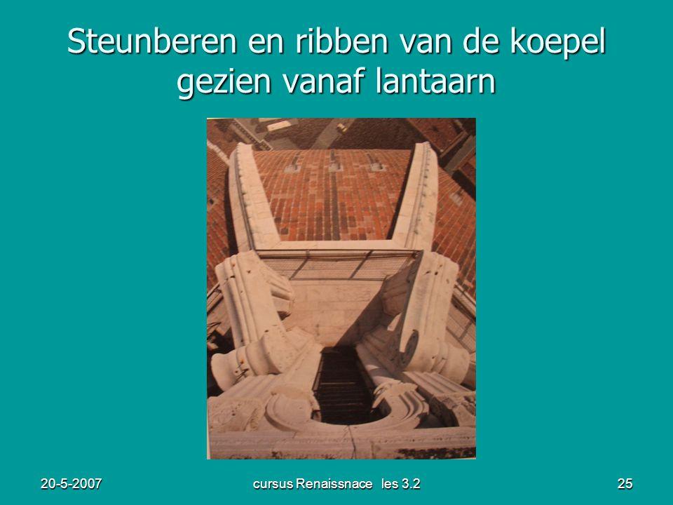 20-5-2007cursus Renaissnace les 3.225 Steunberen en ribben van de koepel gezien vanaf lantaarn