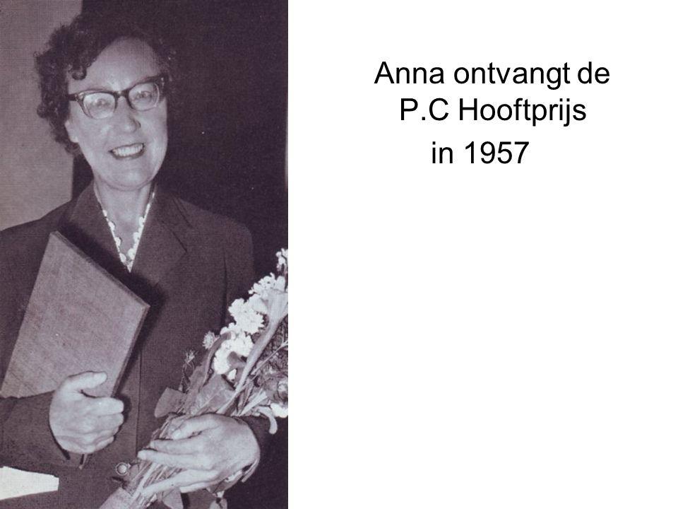 Anna ontvangt de P.C Hooftprijs in 1957