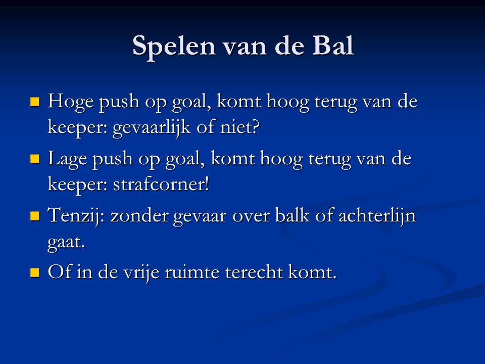 Spelen van de Bal Hoge push op goal, komt hoog terug van de keeper: gevaarlijk of niet? Hoge push op goal, komt hoog terug van de keeper: gevaarlijk o