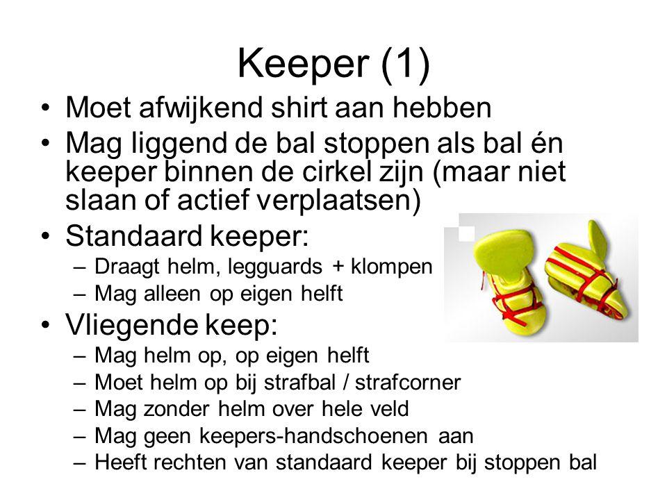 Keeper (1) Moet afwijkend shirt aan hebben Mag liggend de bal stoppen als bal én keeper binnen de cirkel zijn (maar niet slaan of actief verplaatsen)