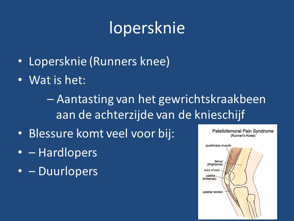 lopersknie Lopersknie (Runners knee) Wat is het: – Aantasting van het gewrichtskraakbeen aan de achterzijde van de knieschijf Blessure komt veel voor