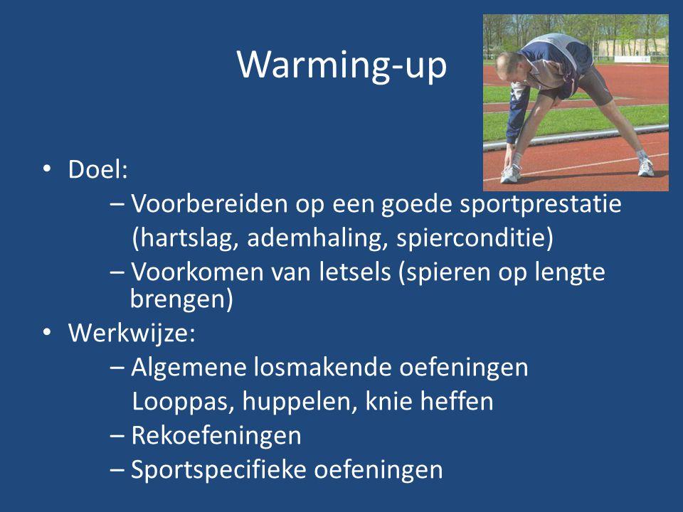Warming-up Doel: – Voorbereiden op een goede sportprestatie (hartslag, ademhaling, spierconditie) – Voorkomen van letsels (spieren op lengte brengen)