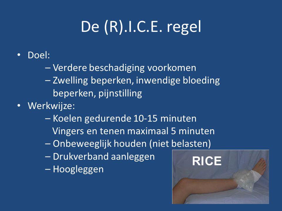 De (R).I.C.E. regel Doel: – Verdere beschadiging voorkomen – Zwelling beperken, inwendige bloeding beperken, pijnstilling Werkwijze: – Koelen gedurend