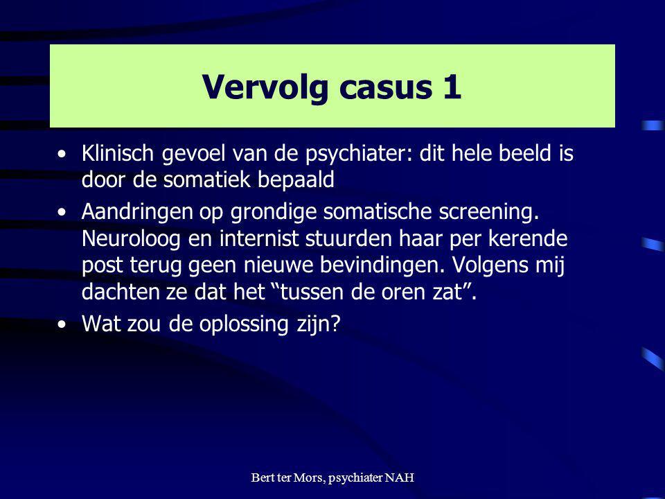 Vervolg casus 1 Klinisch gevoel van de psychiater: dit hele beeld is door de somatiek bepaald Aandringen op grondige somatische screening. Neuroloog e