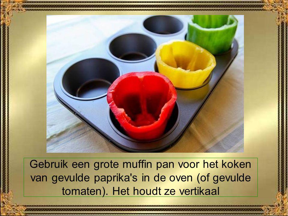 Gebruik een grote muffin pan voor het koken van gevulde paprika s in de oven (of gevulde tomaten).
