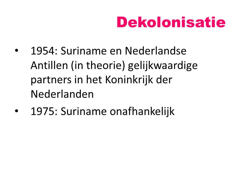 Dekolonisatie 1954: Suriname en Nederlandse Antillen (in theorie) gelijkwaardige partners in het Koninkrijk der Nederlanden 1975: Suriname onafhankeli