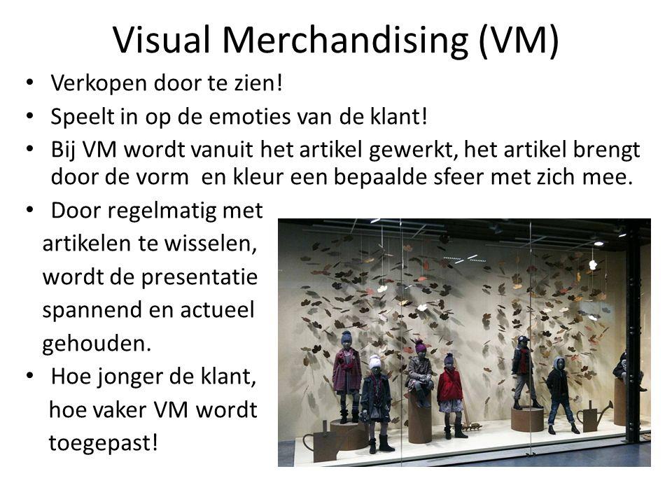 Visual Merchandising (VM) Verkopen door te zien! Speelt in op de emoties van de klant! Bij VM wordt vanuit het artikel gewerkt, het artikel brengt doo