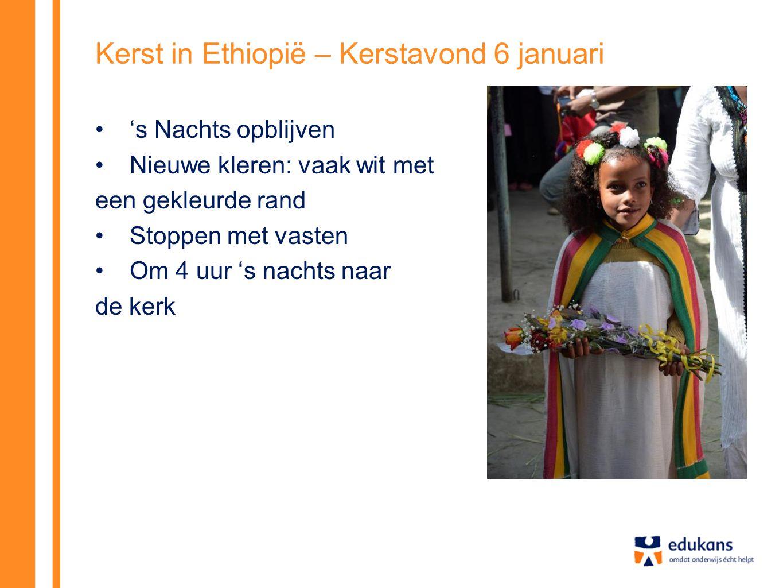 Kerst in Ethiopië – de viering in de kerk Filmpje over deze kerk: http://youtu.be/NSgYlZDy-Cw?t=23s Melkam Ganna = Zalig Kerstfeest In de kerk staan mannen en vrouw apart van elkaar.