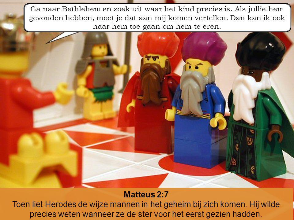 Matteus 2:7 Toen liet Herodes de wijze mannen in het geheim bij zich komen. Hij wilde precies weten wanneer ze de ster voor het eerst gezien hadden. G