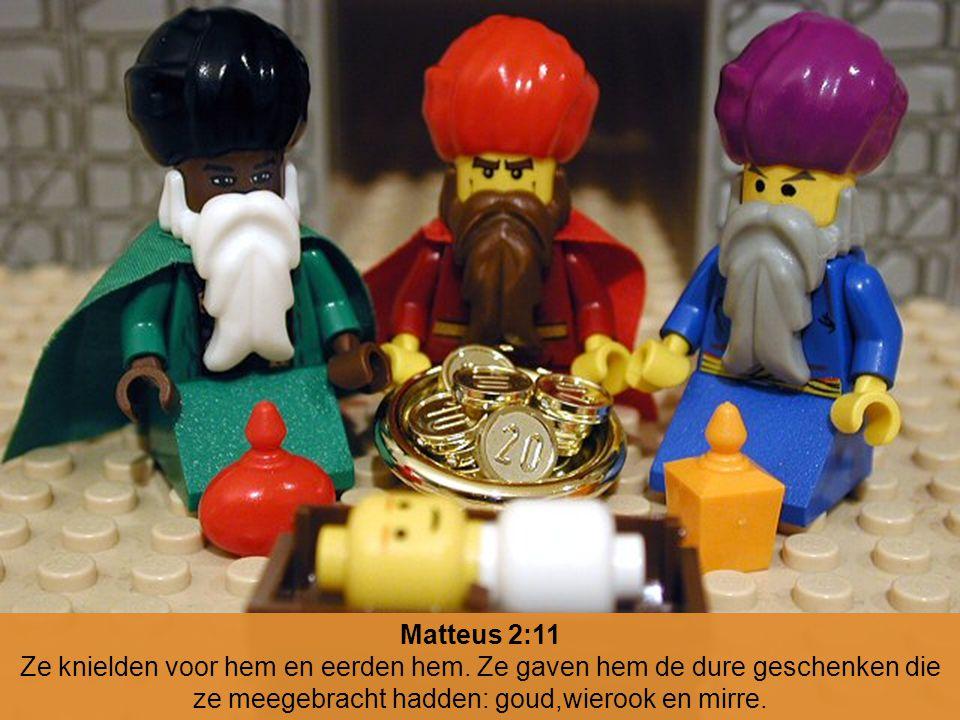 Matteus 2:11 Ze knielden voor hem en eerden hem. Ze gaven hem de dure geschenken die ze meegebracht hadden: goud,wierook en mirre.