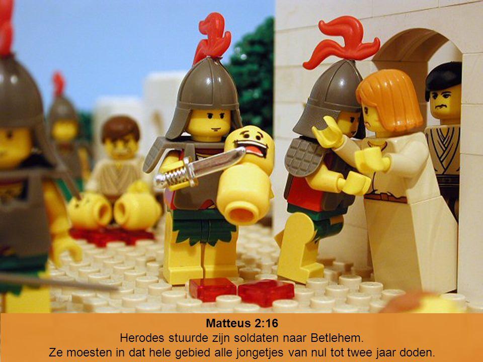 Matteus 2:16 Herodes stuurde zijn soldaten naar Betlehem. Ze moesten in dat hele gebied alle jongetjes van nul tot twee jaar doden.