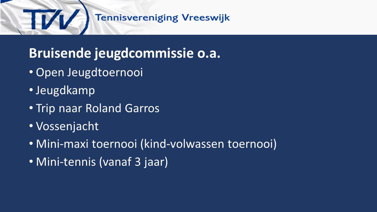 Bruisende jeugdcommissie o.a. Open Jeugdtoernooi Jeugdkamp Trip naar Roland Garros Vossenjacht Mini-maxi toernooi (kind-volwassen toernooi) Mini-tenni