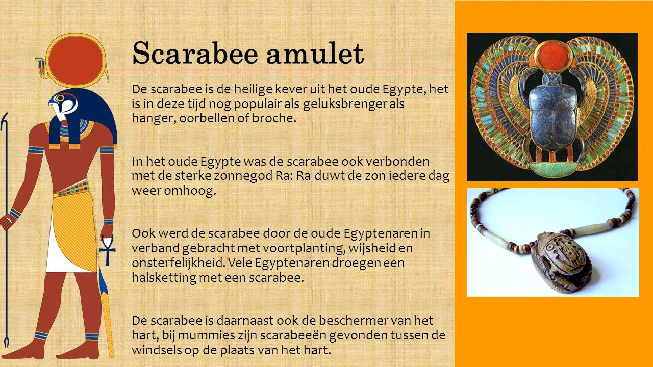 Scarabee amulet De scarabee is de heilige kever uit het oude Egypte, het is in deze tijd nog populair als geluksbrenger als hanger, oorbellen of broche.