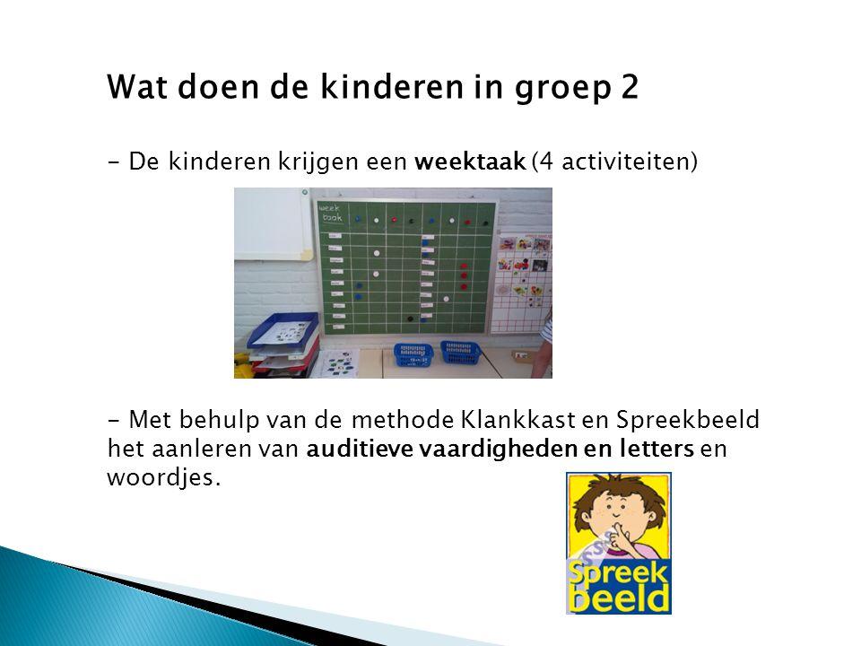 Wat doen de kinderen in groep 2 - De kinderen krijgen een weektaak (4 activiteiten) - Met behulp van de methode Klankkast en Spreekbeeld het aanleren