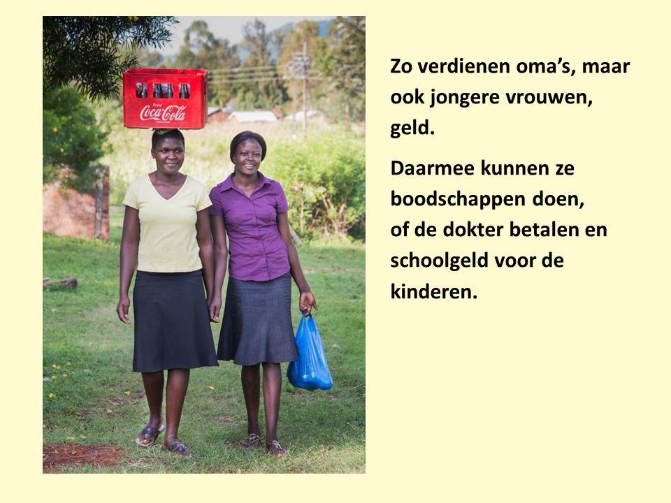 Zo verdienen oma's, maar ook jongere vrouwen, geld. Daarmee kunnen ze boodschappen doen, of de dokter betalen en schoolgeld voor de kinderen.