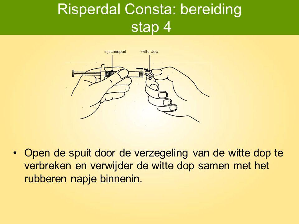 Risperdal Consta: bereiding stap 5 Bevestig de spuit met oplosmiddel aan de SmartSite ® flacon-adaptor door de tip in de opening (de blauwe cirkel) van de adaptor te duwen.