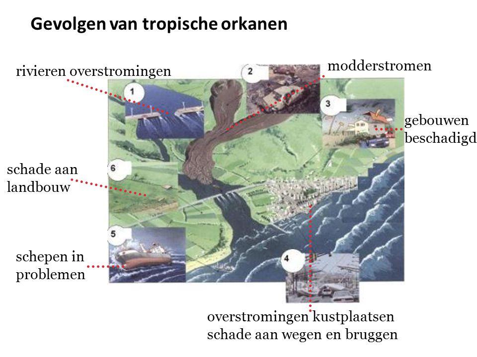 Gevolgen van tropische orkanen rivieren overstromingen modderstromen gebouwen beschadigd overstromingen kustplaatsen schade aan wegen en bruggen schep